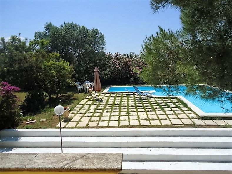 Casa vacanza parabita ville con piscina villa in - Casa con piscina interna affitto ...