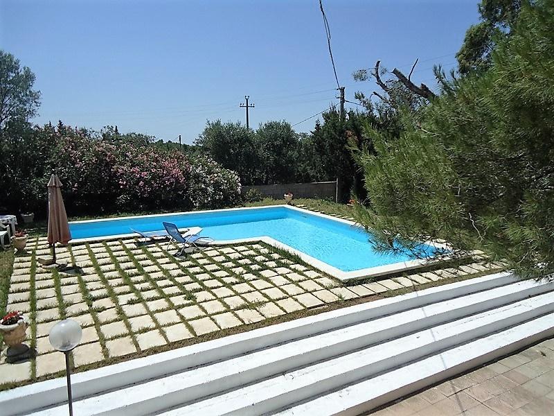 Casa vacanza parabita ville con piscina villa in - Ville in affitto al mare con piscina ...