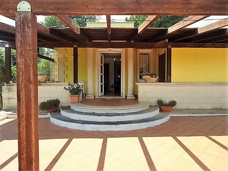 Casa vacanza parabita ville con piscina villa in - Casa vacanza con piscina ...